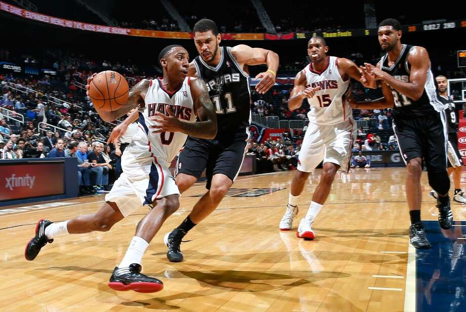 Jeff Teague #0 of the Atlanta Hawks drives around Jeff Ayres #11 of the San Antonio Spurs at Philips Arena on October 17, 2013 in Atlanta, Georgia. Photo: Kevin C. Cox, Getty Images