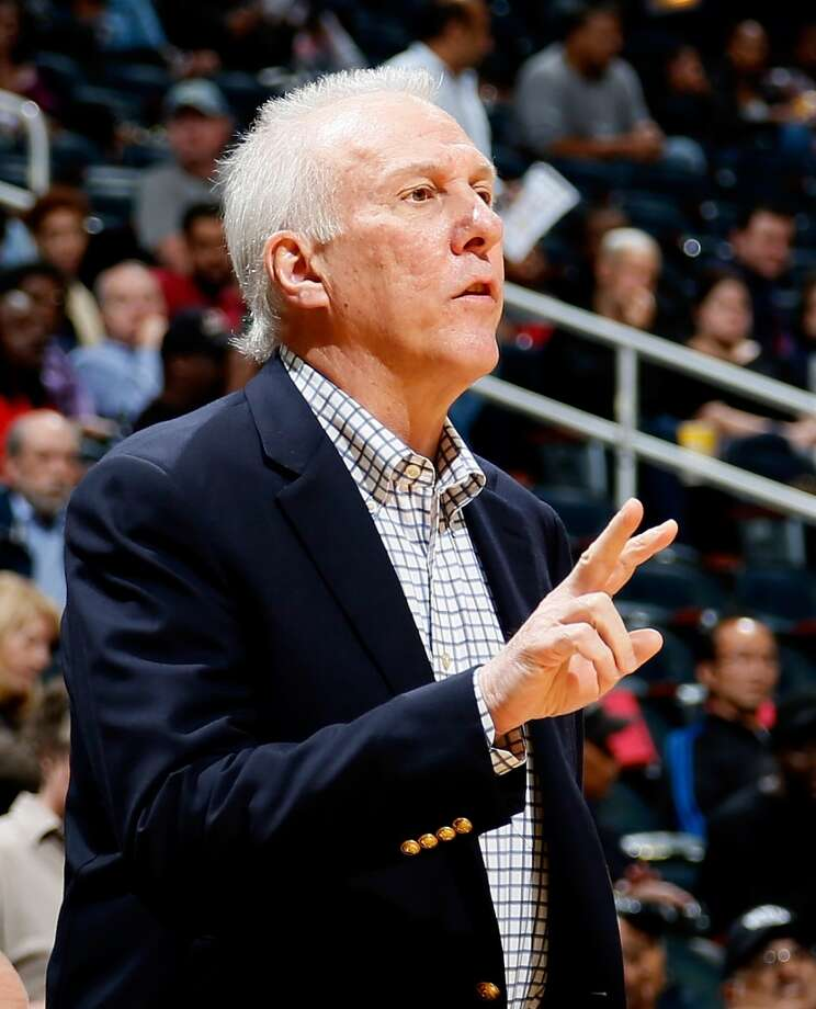 Gregg Popovich of the San Antonio Spurs converses with his players against the Atlanta Hawks at Philips Arena on October 17, 2013 in Atlanta, Georgia. Photo: Kevin C. Cox, Getty Images