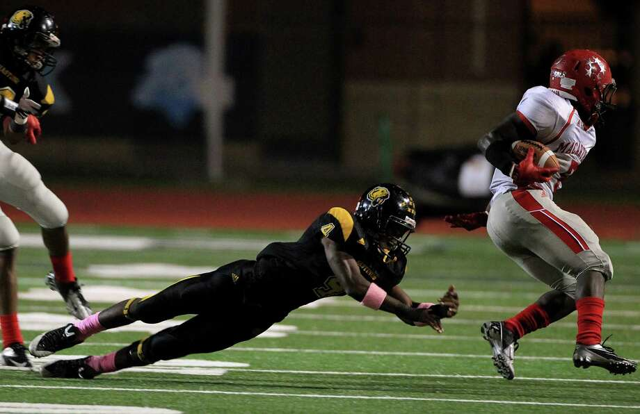 Hastings Fighting Bears (#4) Derrick Hudson fails to stop MacArthur's (#5) Derrick Ford at LeRoy Crump Stadium on Thursday, Oct. 17, 2013, in Houston.  MacArthur Generals won 21-0. Photo: Mayra Beltran, Houston Chronicle / © 2013 Houston Chronicle