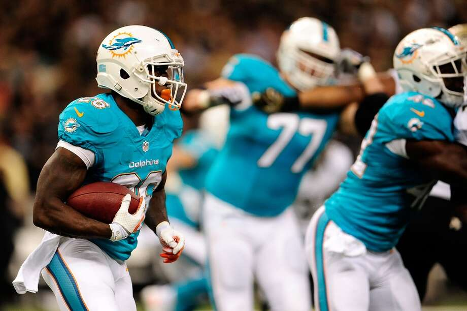 Buffalo (2-4) plus-7 ½ at Miami (3-2): Dolphins 24-13 Photo: Stacy Revere, Getty Images