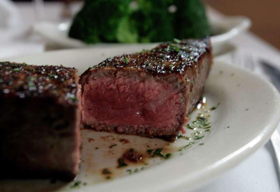 Ruth's Chris Steakhouse. Photo: KEVIN GEIL, EXPRESS-NEWS FILE PHOTO / SAN ANTONIO EXPRESS-NEWS