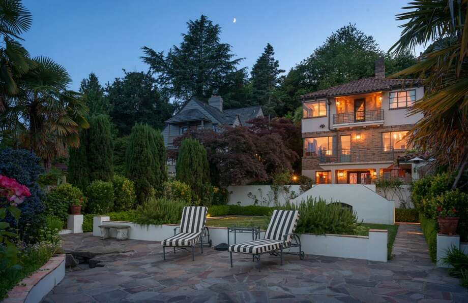 Exterior of 1606 Lake Washington Boulevard. It's listed for $3.6 million. Photo: Aaron Leitz, Courtesy Lisa Turnure, Coldwell Banker Bain