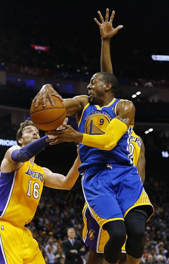 Warriors rout Lakers 115-89 in Shanghai