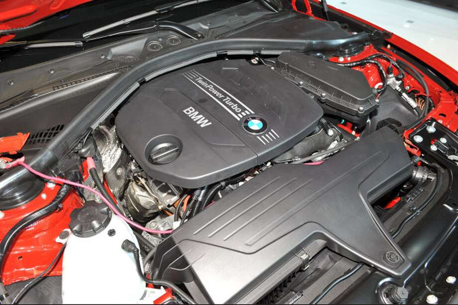 Model:2014 BMW 328dEfficiency is enhanced with engine auto start-stop and brake energy regeneration. Source: Green Car Journal Photo: Autoblog.com