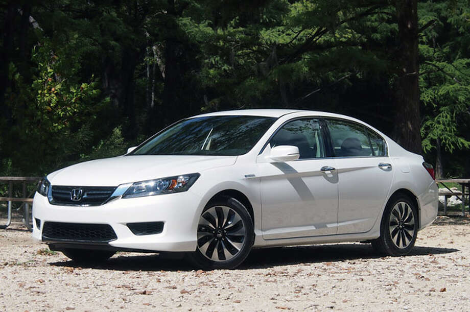 Model:2014 Honda AccordHonda's popular Accord sedan aims to lead in the efficiency space with an array of efficient powerplant choices including four-cylinder, V-6, hybrid, and plug-in hybrid versions. Source: Green Car Journal Photo: Sebastian Blanco, Autoblog.com
