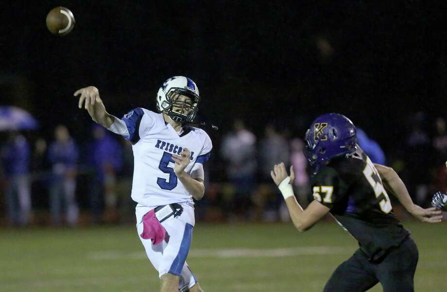 10/18/13: Episcopal Knights Will Taussig #5 throws an incomplete pass while being rushed by  Kinkaid Flacons Knox Childress (57) in a high school football game at Kinkaid School in Houston, Texas. Photo: Thomas B. Shea, Houston Chronicle / © 2013 Thomas B. Shea