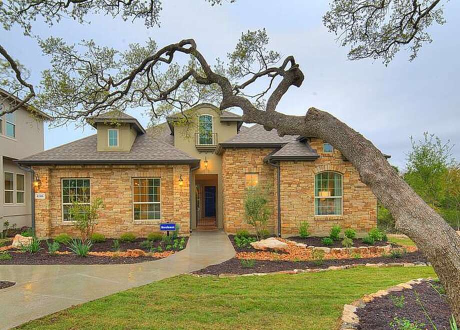 In Houston, the average new home price was $355,942 in August versus $355,773 in July, according to HomesUSA.com.  Photo: Sitterle Homes