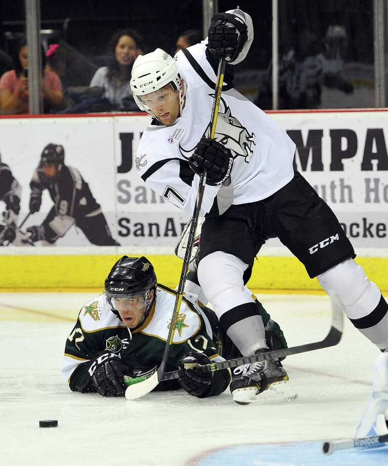 San Antonio Rampage right wing Joey Crabb, right, tangles with Texas Stars defenseman Patrik Nemeth during the second period of an AHL hockey game, Friday, Oct. 18, 2013, in San Antonio. (Darren Abate/pressphotointl.com) Photo: Darren Abate, For The Express-News / Darren Abate/pressphotointl.com