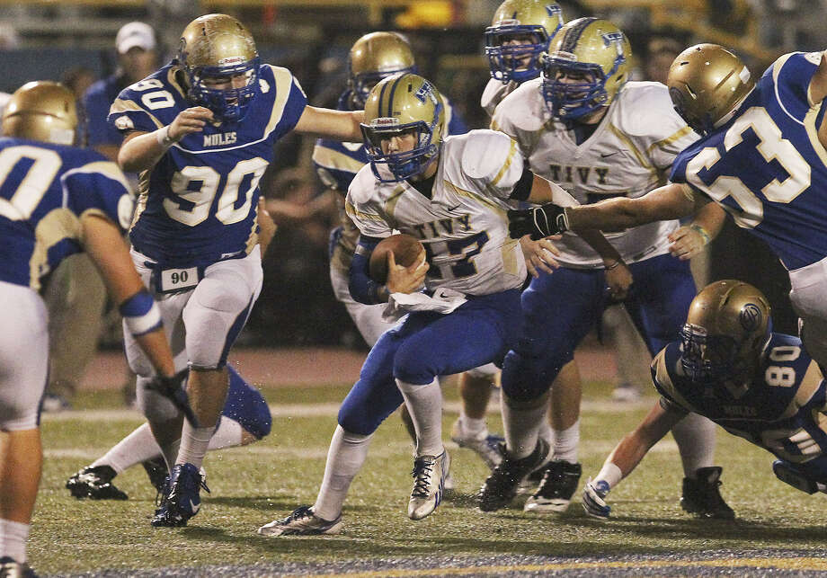 Quarterback Cade Dyal (17) and the Antlers churned out 266 yards on the ground Friday night at Orem Stadium. Photo: Photos By Kin Man Hui / San Antonio Express-News