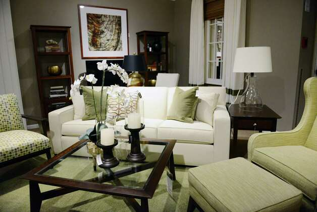 Eclectic pairings the new look in home style connecticut for Ethan allen living room designs