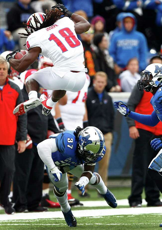 SMU's Darius Joseph leaves Memphis' Bakari Hollier grasping at air during the Mustangs' 34-29 victory. Photo: Mark Weber, MBO / The Commercial Appeal
