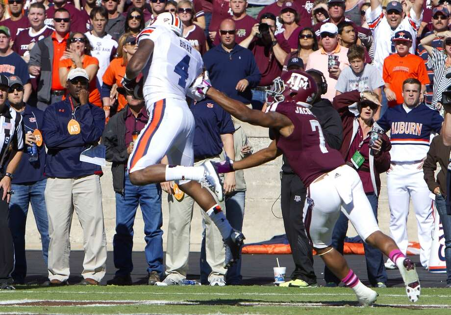 Auburn wide receiver Quan Bray catches a pass for a touchdown in front of Texas A&M defensive back Tramain Jacobs. Photo: Cody Duty, Houston Chronicle