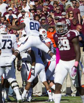 The Auburn Tigers celebrate a touchdown by wide receiver Quan Bray as Texas A&M defensive back Deshazor Everett, right, walks off the field during the second quarter. Photo: Cody Duty, Houston Chronicle