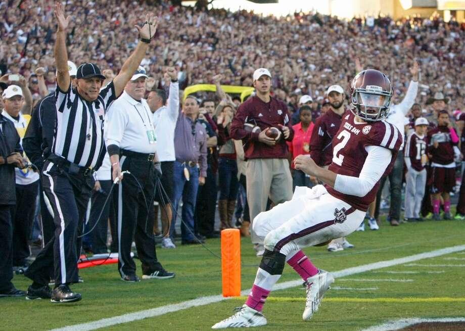 Texas A&M quarterback Johnny Manziel scores on one-yard touchdown run. Photo: Cody Duty, Houston Chronicle