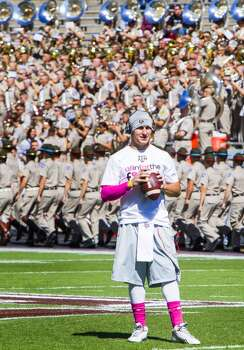 Texas A&M quarterback Johnny Manziel warms up before a game against the Auburn Tigers. Photo: Cody Duty, Houston Chronicle