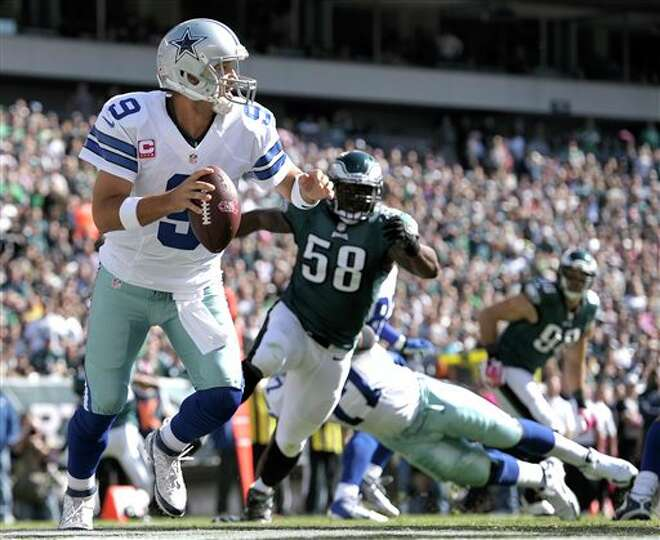 Dallas Cowboys quarterback Tony Romo (9) looks to pass as Philadelphia Eagles outside linebacker Tre