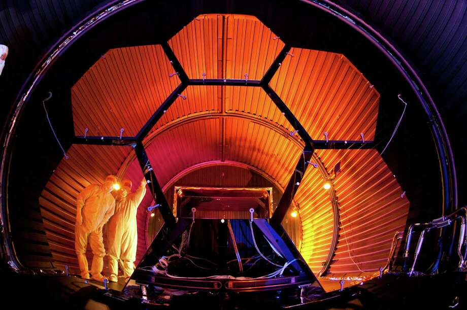 Ball Aerospace finishes cryogenic testing for James Webb Space Telescope mirrors. Photo: Anonymous, PR NEWSWIRE / AP2011