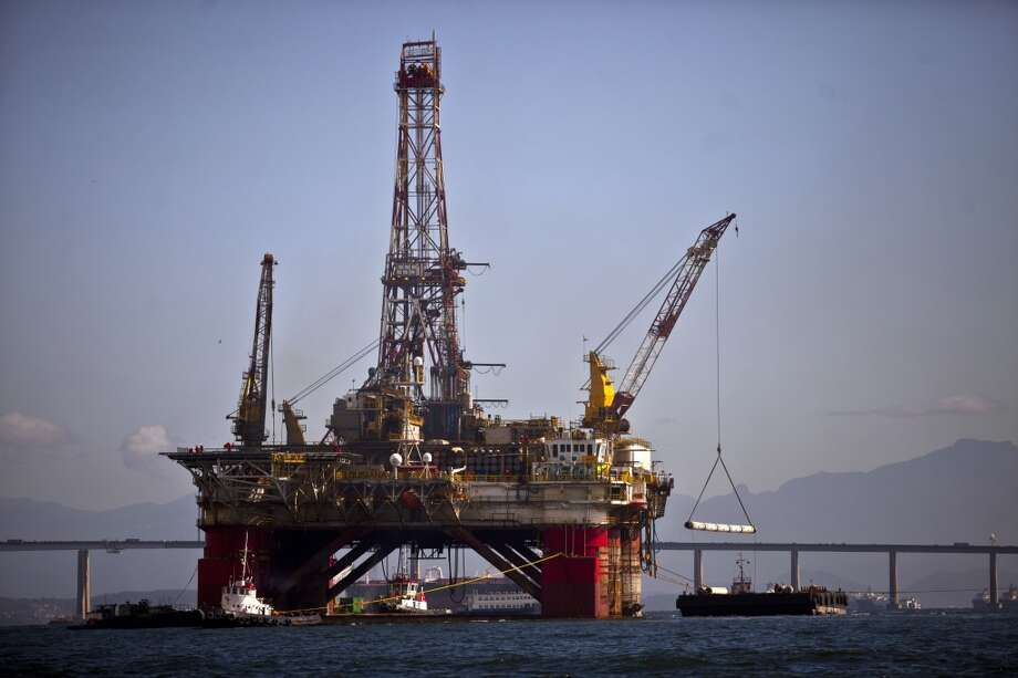 An oil platform sits under repair in Guanabara Bay, offshore from Niteroi, Brazil, on Friday, Sept. 27, 2013. Photo: Dado Galdieri, Bloomberg