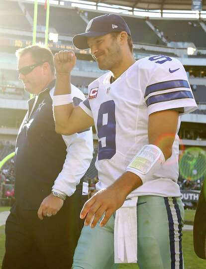 PHILADELPHIA, PA - OCTOBER 20:   Tony Romo #9 of the Dallas Cowboys celebrates the win as he walks o
