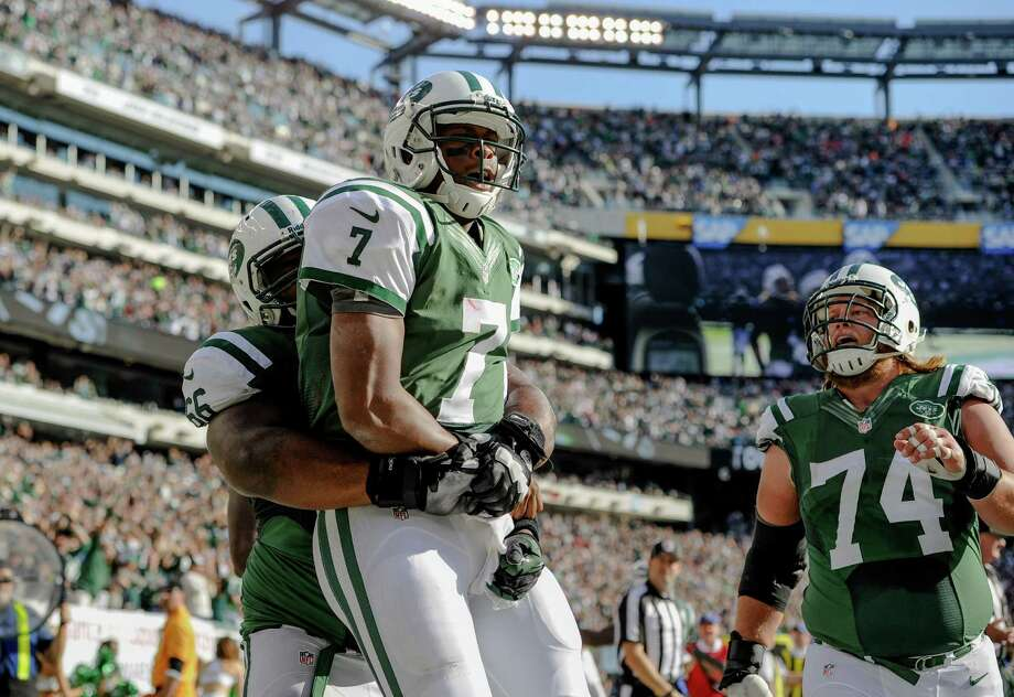 EAST RUTHERFORD, NJ - OCTOBER 20: Quarterback Geno Smith #7 of the New York Jets celebrates after he ran for a touchdown in the 3rd quarter against the New England Patriots at MetLife Stadium on October 20, 2013 in East Rutherford, New Jersey. The Jets won 30-27 in overtime. (Photo by Ron Antonelli/Getty Images) ORG XMIT: 180385270 Photo: Ron Antonelli / 2013 Getty Images