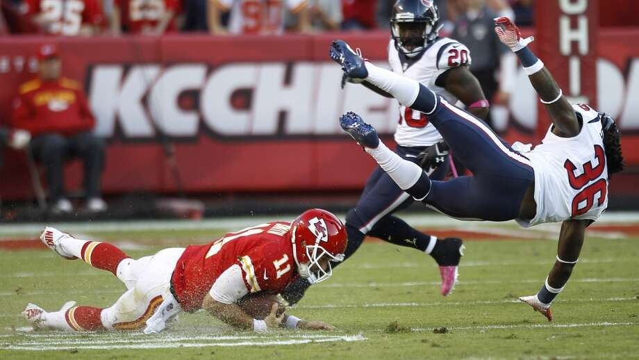 Texans strong safety D.J. Swearinger hits Chiefs quarterback Alex Smith after Smith scrambled for a first down during the third quarter. Swearinger was called for a personal foul on the play as he hit Smith as the quarterback was sliding. Photo: Brett Coomer, Houston Chronicle