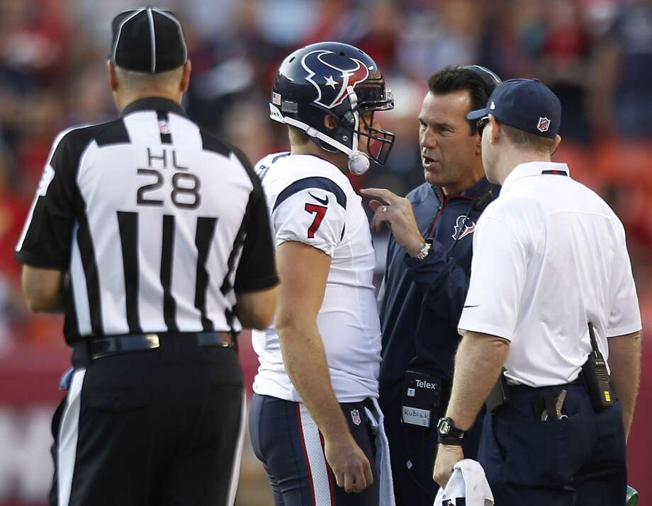 Texans head coach Gary Kubiak talks to quarterback Case Keenum during a time out in the second quarter. Photo: Brett Coomer, Houston Chronicle