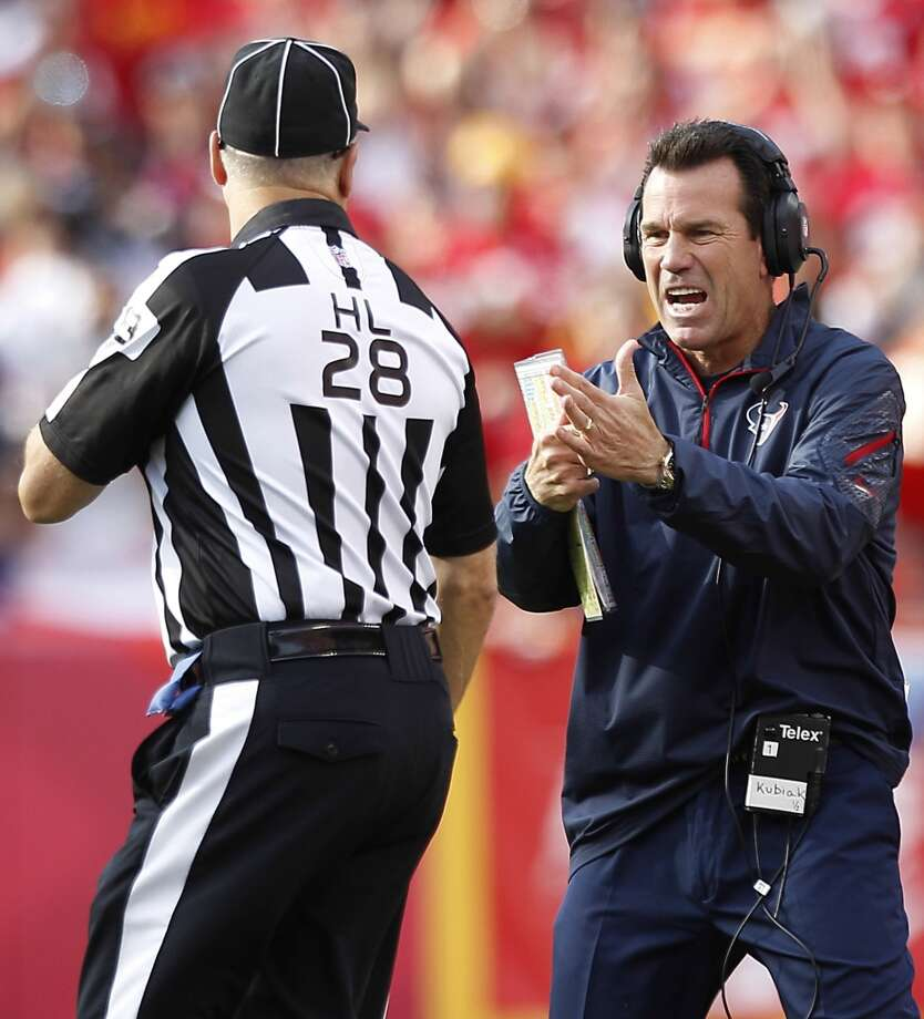Texans head coach Gary Kubiak calls a time out during the second quarter. Photo: Brett Coomer, Houston Chronicle