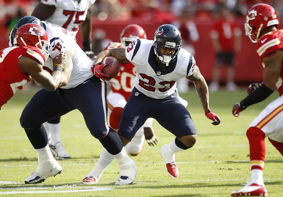 Texans running back Arian Foster cuts back against the Chiefs defense during the first quarter. Photo: Brett Coomer, Houston Chronicle