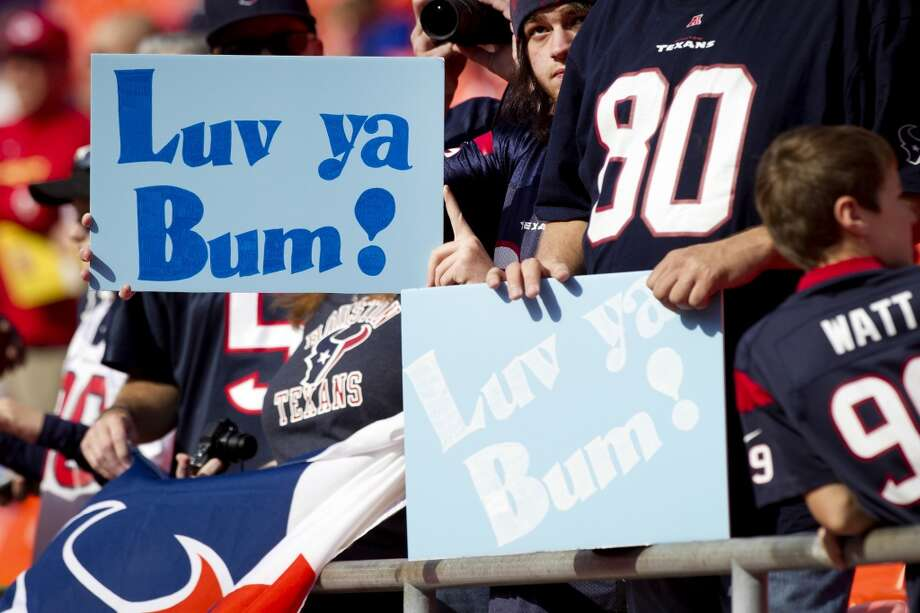 Texans fans show their love for former Oilers coach Bum Phillips before the game. Bum Phillips died at the age of 90 on Friday. Photo: Brett Coomer, Houston Chronicle