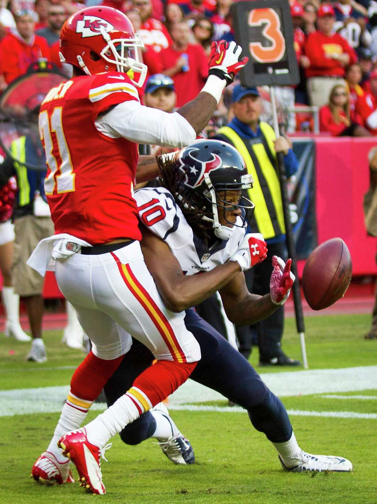 Chiefs cornerback Marcus Cooper (31) breaks up a pass in the end zone intended for Texans receiver DeAndre Hopkins, who had three receptions for 76 yards.