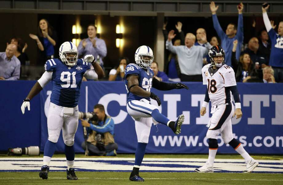 Tackle Ricardo Mathews (91), linebacker Robert Mathis (98) and Colts fans take great pleasure in seeing longtime Indianapolis hero Peyton Manning endure a rough moment during his homecoming game Sunday. Photo: Sam Riche / MCT