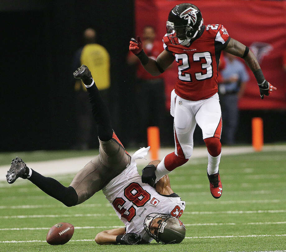 Tampa Bay Buccaneers wide receiver Vincent Jackson (83) misses the ball against Atlanta Falcons cornerback Robert Alford (23) during the first half of an NFL football game, Sunday, Oct. 20, 2013, in Atlanta. Photo: John Bazemore, AP / AP