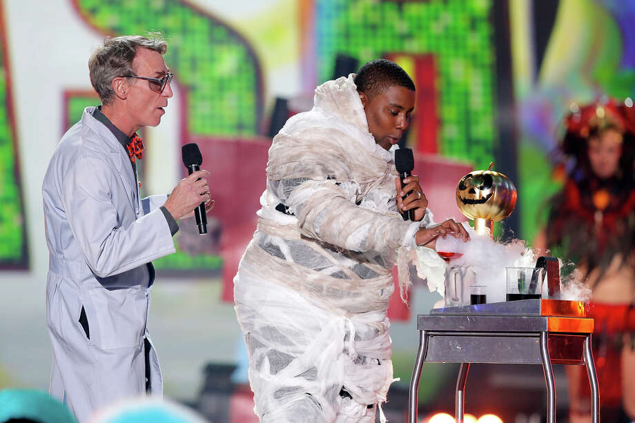 "Bill Nye, left, and host Kenan Thompson present the Jackie award for ""Mad Genius"" at ""Hub Network's First Annual Halloween Bash"" on Sunday, Oct. 20, 2013, at the Barker Hanger in Santa Monica, Calif. The star-studded special will be broadcasted on the Hub Network on Saturday Oct. 26, 2013. Photo: Todd Williamson, Invision For The Hub Network / Invision2013"