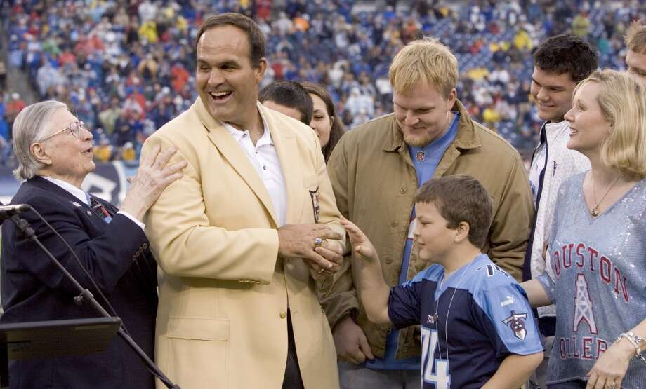 Bud Adams, left, congratulates former Houston Oilers and Tennessee Titans Hall of Fame lineman Bruce Matthews as he is presented his Hall of Fame Ring during a halftime ceremony in 2007. Photo: Brett Coomer , Houston Chronicle
