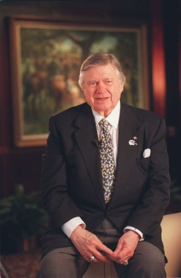 Bud Adams poses for a photo in 2000. Photo: Houston Chronicle