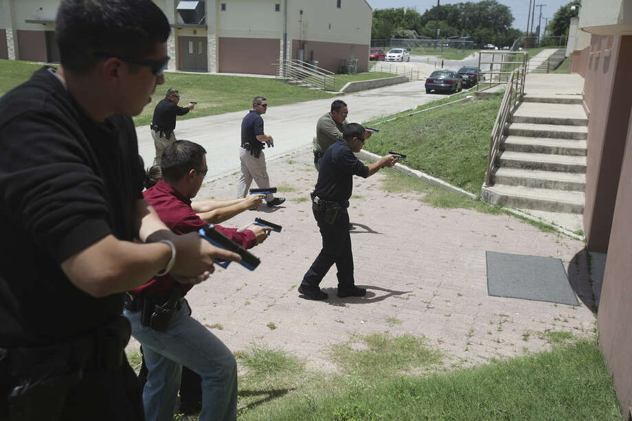 Edgewood ISD police officers practice approaching a door during training held by Alamo Area Council of Governments at Loma Park Elementary in June. Photo: San Antonio Express-News