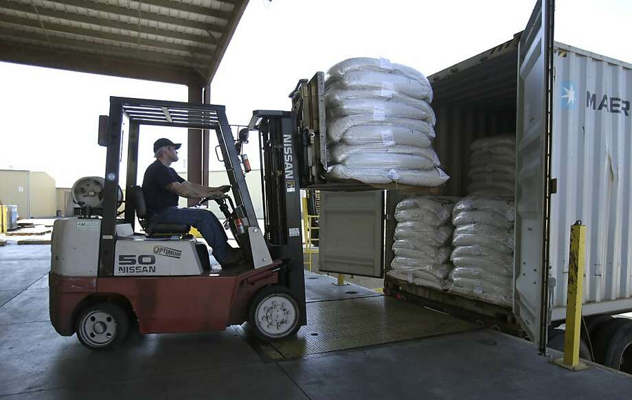 Bags of almonds are loaded onto a truck at the Hughson Nut Co. in Livingston (Merced County). The company fell victim twice last year to thieves posing as truckers and making off with their cargo. Photo: Rich Pedroncelli, Associated Press