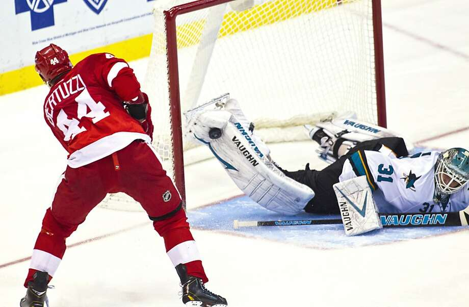 Antti Niemi makes a pad save on Todd Bertuzzi on the final shot of the shootout to cap the Sharks' victory in Detroit. Photo: Tony Ding, Associated Press
