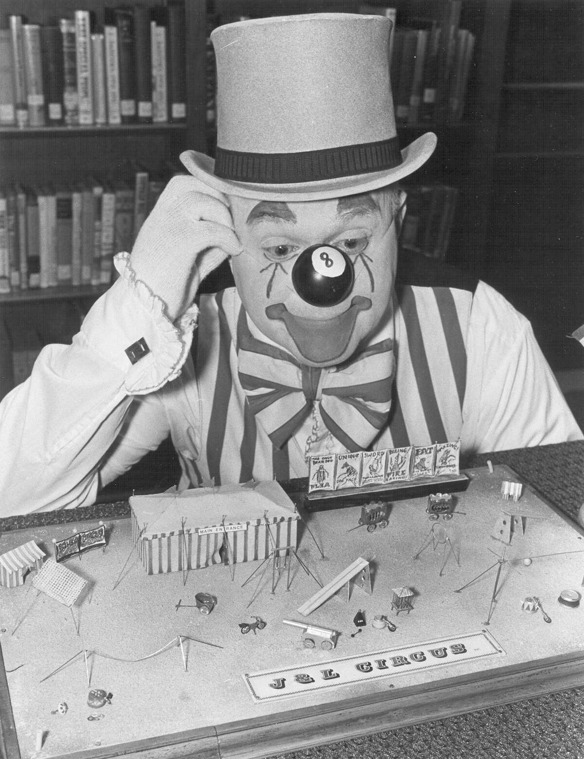 Eight Ball the clown poses with his flea circus at the Hertzberg Circus Museum on Oct. 17, 1989.
