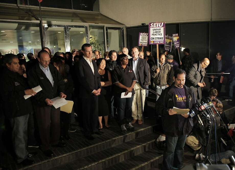 John Arantes of the SEIU announces that BART management and its unions reached a tentative deal to end a four-day strike. Photo: Carlos Avila Gonzalez, The Chronicle