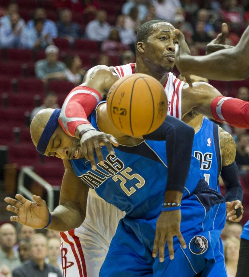 Rockets center Dwight Howard gets tangled up with Vince Carter of the Mavericks. Photo: Smiley N. Pool, Houston Chronicle