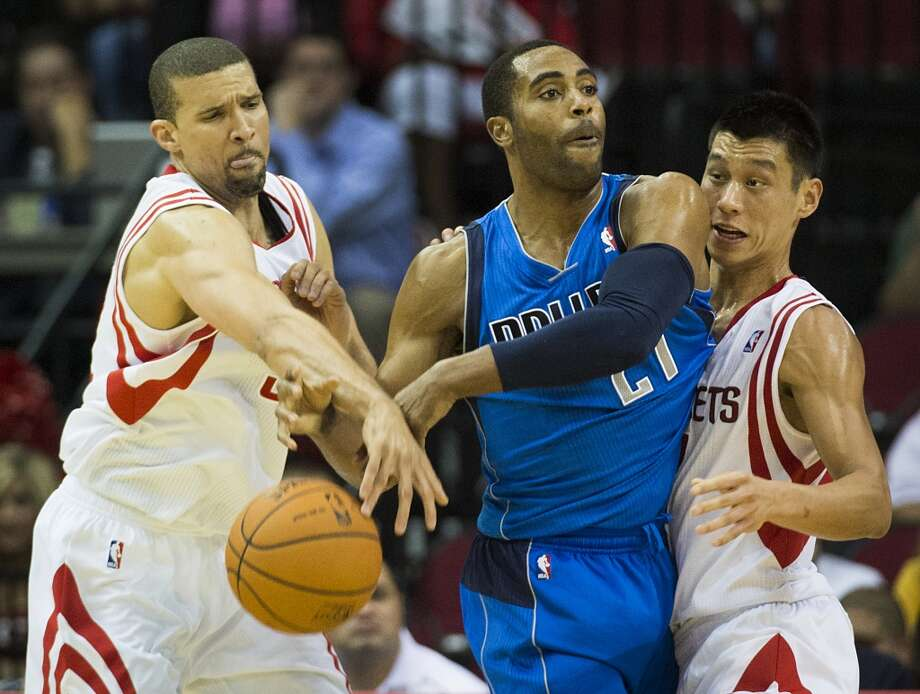 Rockets guard Francisco Garcia knocks the ball away from Mavericks guard Wayne Ellington. Photo: Smiley N. Pool, Houston Chronicle