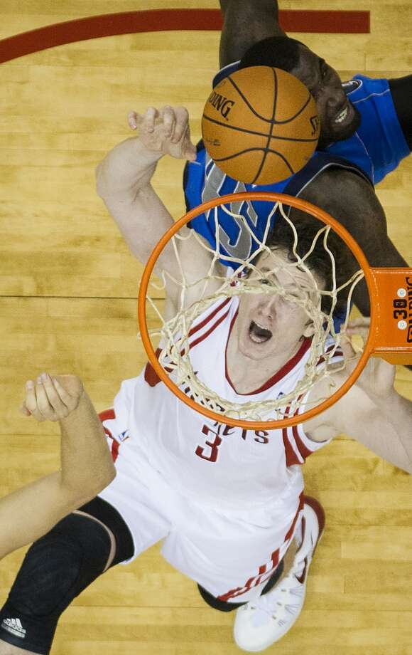 Rockets center Omer Asik fights for a rebound against Mavericks center Samuel Dalembert. Photo: Smiley N. Pool, Houston Chronicle