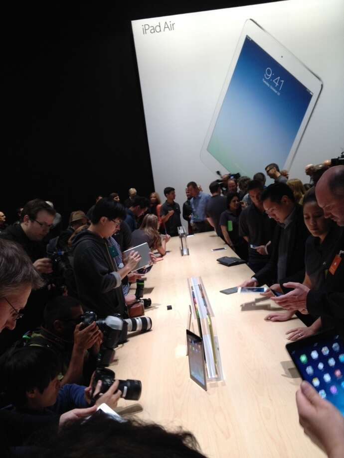 The press corps checking out the new iPad lineup Photo: Benny Evangelista, The Chronicle