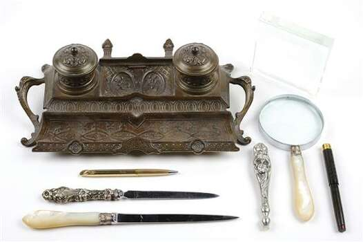 A GROUP OF EIGHT DESK ACCESSORIES 