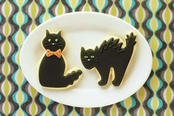 Black cat cookies won't draw any hisses from the crowd.