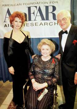 ONE TIME USE ONLY - RAQUEL WELCH, MAXINE MESINGER, AND EMIL MESINGER AT THE AMFAR UNDERWRITERS DINNER ON 10/26/1995. PHOTO BY HOWARD CASTLEBERRY/HOUSTON CHRONICLE. Photo: Howard Castleberry, Staff / Houston Chronicle
