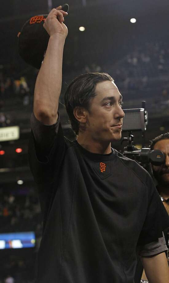 Tim Lincecum waves to fans at AT&T Park after his last start of the season, against the Dodgers on Sept. 26. At the time, the four-time All-Star was not sure whether it would be his last start as a Giant. Photo: George Nikitin, Associated Press