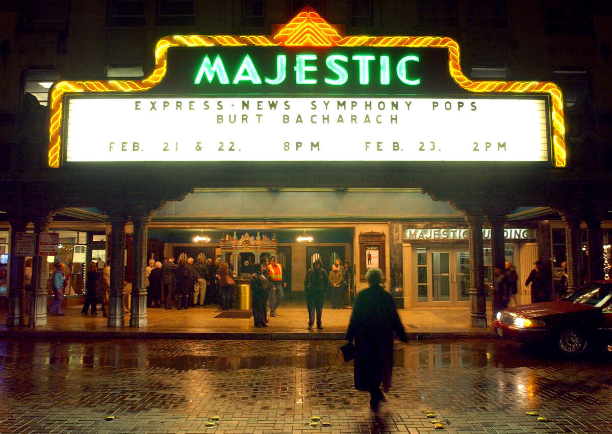 SAN ANTONIO - People make their way in to the Majestic for the San Antonio Symphony and Burt Bacharach Friday Feb. 21, 2003.