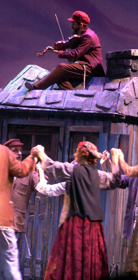 'Fiddler on the Roof,' 2001. Photo: KAREN L. SHAW, San Antonio Express-News / SAN ANTONIO EXPRESS-NEWS